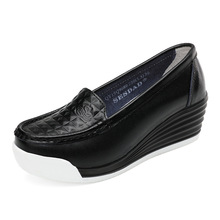 Women Walking Shoes Lightweight Scrub Shoes Breathable Pigskin Nursing Shoes Workwear Black White Wedges Heel