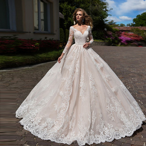 Image 1 - 화려한 볼 가운 웨딩 드레스 긴 소매 플러스 크기 Vestido Blanco Scalloped 목 단추 최대 Appliques 웨딩 드레스 우아한