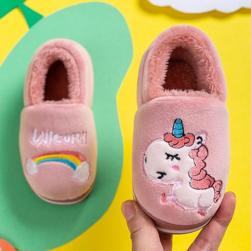 Тапочки для маленьких мальчиков и девочек; Новинка 2019 года; зимняя теплая домашняя детская обувь; милый мультяшный Радужный Единорог;