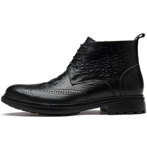 Image 3 - בתוספת גודל גברים יוקרה אופנה פרה עור מגפי תנין דפוס מבטא אירי נעלי מגולף בולוק קרסול אתחול חם כותנה חורף שלג botas sapatos hombre