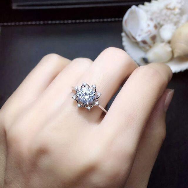 MeiBaPJ 1 Carat VVS1 Moissanite Diamond Flower Simple Ring for Women 925 Sterling Silver Fine Wedding Jewelry