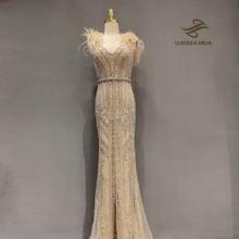 Роскошные вечерние платья цвета шампанского с перьями 2020 официальное