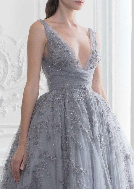 женское вечернее платье до щиколотки серое элегантное винтажное фотография