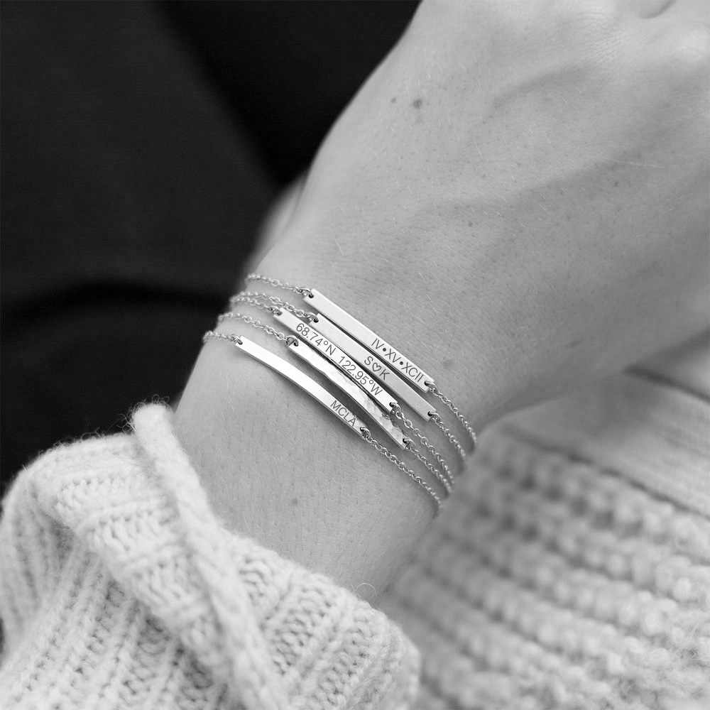 EManco 316L สร้อยข้อมือสแตนเลสตัวอักษรที่กำหนดเองส่วนบุคคลสร้อยข้อมือสำหรับผู้หญิงเลียนแบบไข่มุกหัวใจ Bar Charm สร้อยข้อมือ