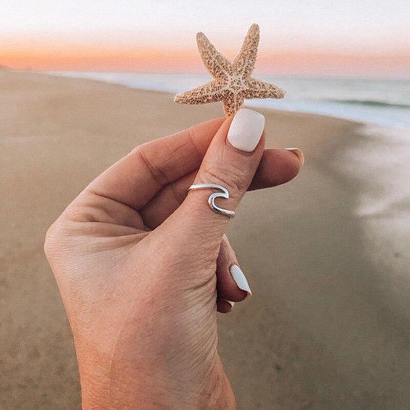Женское кольцо цвета розового золота с морской волной