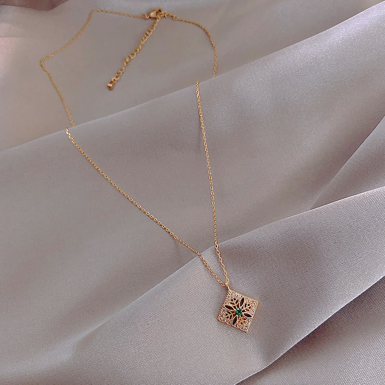 Hot selling fashion jewelry generous square micro inlaid zircon pendant necklace elegant everyday versatile necklace for women