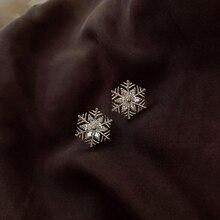 Pendientes de moda y pequeños de cristal de copo de nieve pendientes universales de tendencia para mujer pendientes de regalo de cumpleaños de fiesta de navidad