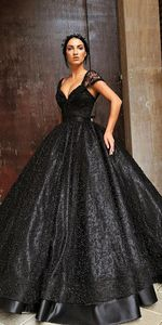 Image 2 - สีดำบอลชุดเจ้าหญิง Gothic งานแต่งงานกับสายรัด Sweetheart ไข่มุกลูกไม้ความยาว Non สีขาวชุดเจ้าสาวที่กำหนดเอง