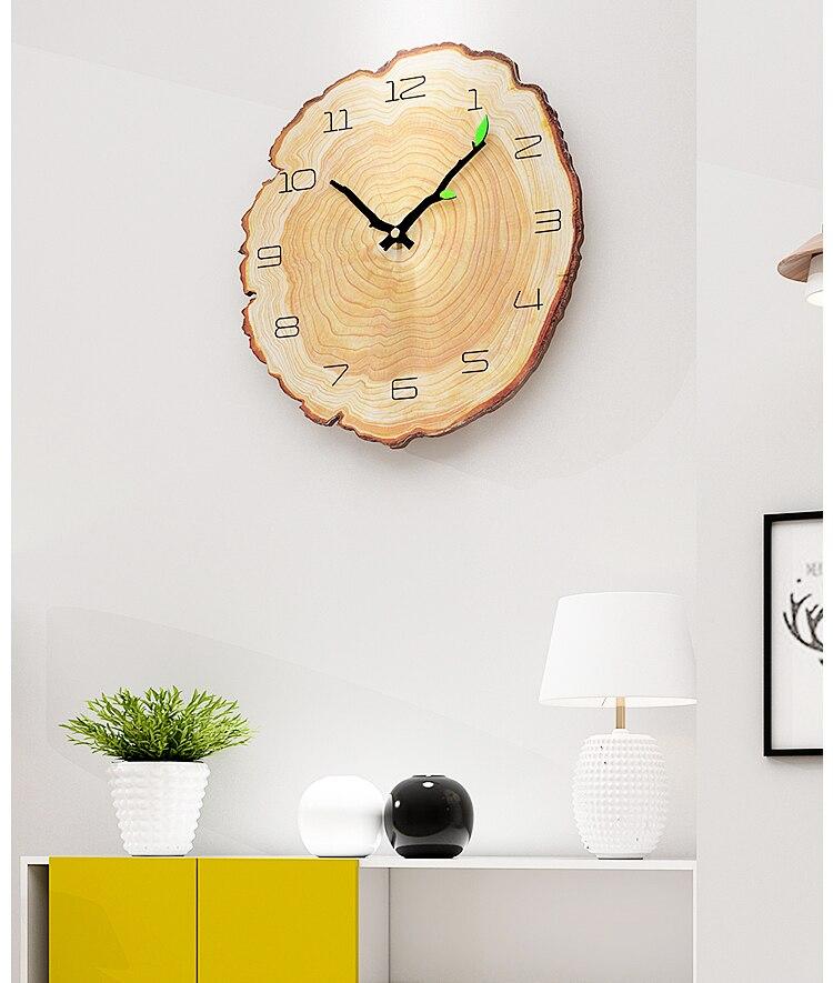 Horloge murale bois scandinave salon blanc et jaune