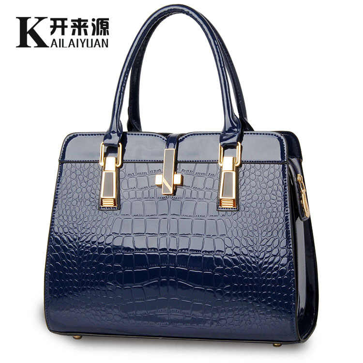 100% Genuine leather Women handbags 2019 new light leather bag female crocodile high-grade shoulder bags of western style bag
