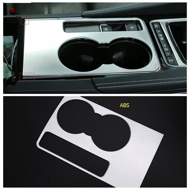 консоль центрального переднего сиденья держатель стакана воды фотография