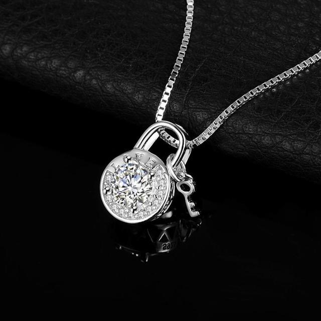 Bijoux palace rond cubique zircone gravé amour cadenas clé pendentif collier sans chaîne 925 en argent Sterling pendentif mode
