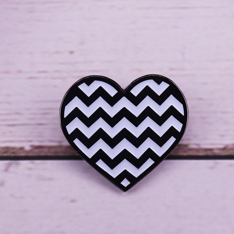 Twin peaks heart shape art badge David Lynch movie fans jewelry image