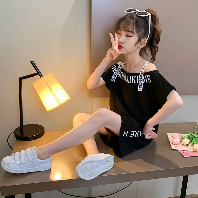 Ragazze Set di Modo di Estate off spalla T shirt + Pantaloni di Scarsità Versione Coreana Piccola Vestiti Delle Ragazze Vestito A due pezzi 4 6 7 8 10 12 anni