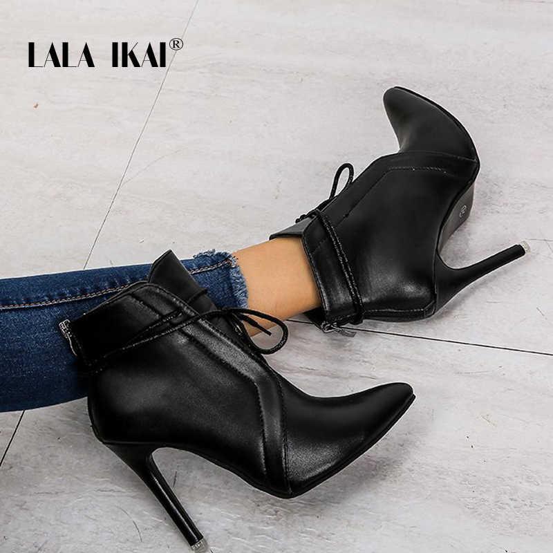 LALA IKAI 2019 siyah yarım çizmeler kadın sonbahar kış ince topuklu pompalar kadın PU deri dantel-up sivri burun botları XWA9481-4