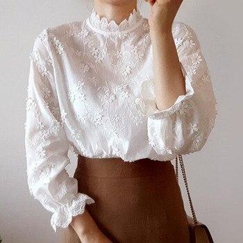 Blusa blanca pura coreana de Japón, camisa bordada de flores para mujer, camisa blanca de manga larga con cuello levantado de encaje de verano 2020 para mujer