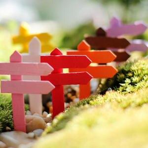 1PCS Mini Miniature Wood Fence Signpost Craft Garden Decor Ornament Plant Pot Micro Landscape