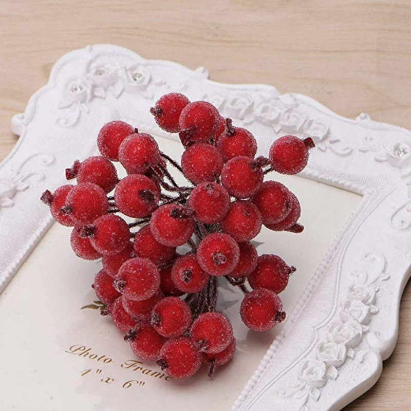 40pcs Mini Natale Glassato Artificiale Berry Vivid Red Agrifoglio Bacche Albero di Natale Decorativo Fiori Artificiali Teste Doppie