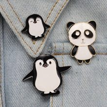 Del fumetto del Panda Sveglio Dello Smalto Spille Penguin Panda Animale Spilli Anime Brooches Dei Monili Spille Distintivo Denim Del Cappotto Del Cappello delle Donne(China)