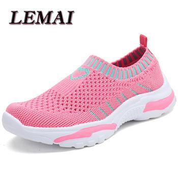 LEMAI dziecięce buty sportowe dziewczęce modne buty chłopięce trampki letnie tenisowe różowe dziecięce dziecięce miękkie buty modne buty do biegania tanie i dobre opinie W wieku 0-6m 7-12m 13-24m 25-36m 7-12y 12 + y CN (pochodzenie) CZTERY PORY ROKU Damsko-męskie RUBBER Dobrze pasuje do rozmiaru wybierz swój normalny rozmiar
