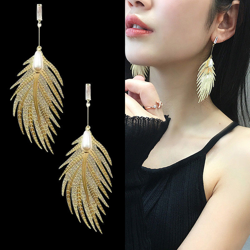 Fashion Korean Gold Feather Earrings with Pearl Peacock Feather Long Fringed Earring Hanging Wedding Party Statement Earings New
