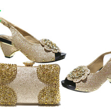 Set di scarpe e borse da donna nigeriane di nuovo Design scarpe e borsa abbinate africane sandali con cinturino per la festa reale