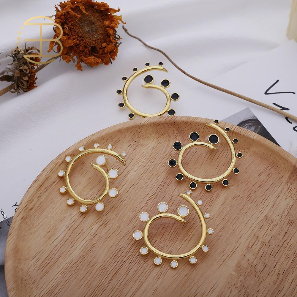 2020 Black White Enamel Spiral Geometric Shaped Gold Stud Earrings Women's Street Style Hollow Gold Statement Earring