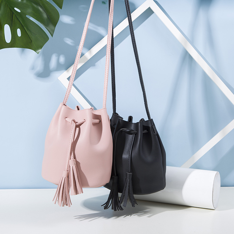 2019 Fashion Women Bucket Bag Vintage Tassel Messenger Bag High Quality Retro Shoulder Bag Simple Crossbody Bag Tote