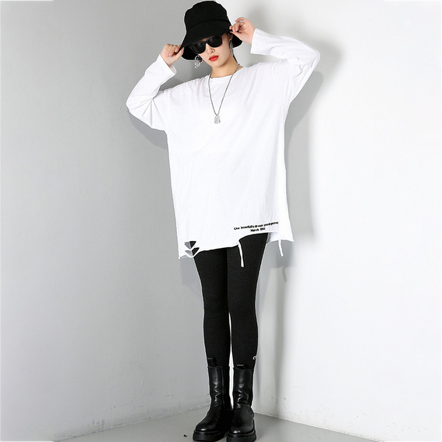 [EAM] Women Brief White Hole Big Size Personality T-shirt New Round Neck Long Sleeve Fashion Tide Spring Autumn 2021 1DD1797 2