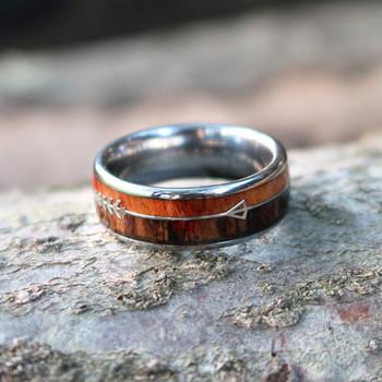 I amp FDLK 8Mm klasyczny pierścień ze strzałą dwukolorowe drewno inkrustowane męska biżuteria męska ślub pierścionek zaręczynowy prezent dla niego tanie i dobre opinie CN (pochodzenie) STAINLESS STEEL Mężczyźni Metal TRENDY Obrączki ślubne ROUND Zgodna ze wszystkimi Poprawiające nastrój
