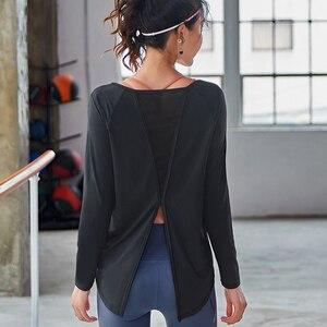 Image 4 - Spor uzun kollu üstleri spor kadın uzun kollu geri Yoga gömlek gevşek ters örtü Activewear egzersiz t shirt fitness giysileri