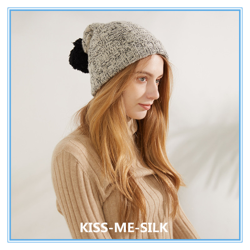 Купить новая вязаная шапка из шерсти ягненка и черной с помпоном серого