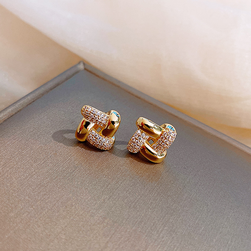 2020 fashion new simple and small female beautiful three-dimensional Earrings