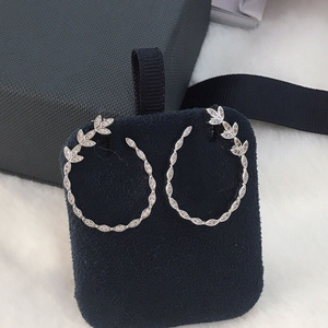 Image 1 - UMGODLY יוקרה אופנה נחושת סלול AAA מעוקב Zirconia אבנים עלים פרחוני עגילים לנשים דצמבר תכשיטים חדשים
