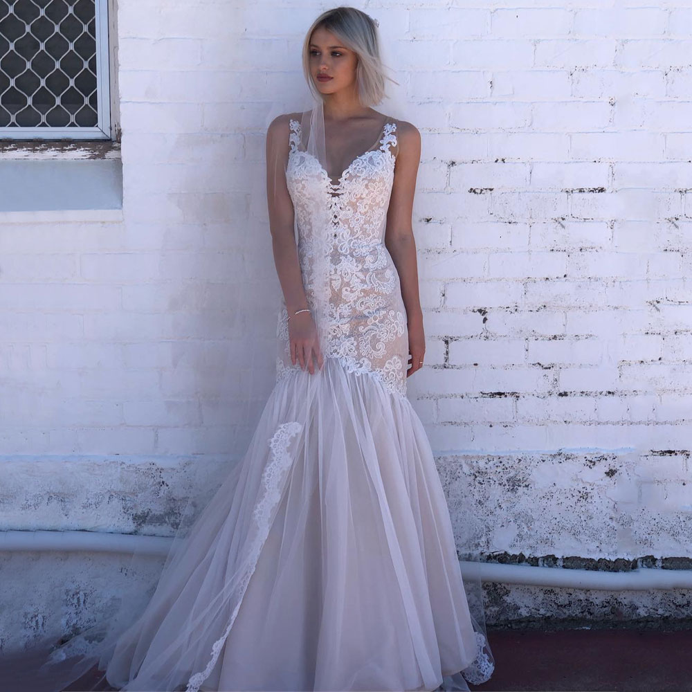 Elegant V Neck Long Mermaid Wedding Dress 2020 Champagne Lining Lace Bride Dress Appliques Backless African White Bridal Gown