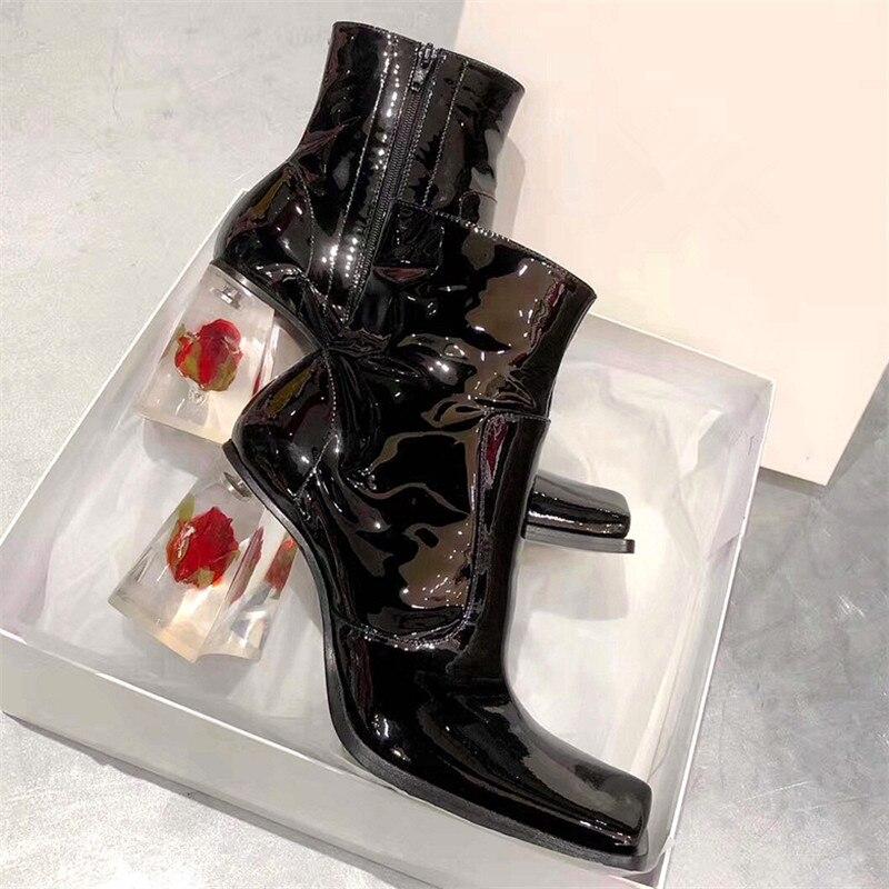 Новинка 2020 года; Модные женские ботильоны на прозрачном каблуке с розами; Ботинки на высоком каблуке 8 см с квадратным носком; Цвет Черный; Ла