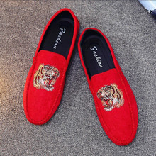 Coslony Fashion luxury brand shoes Velvet Men Loafers Shoes Party Wedding Europe Style Tiger Embroidered Male Black Red Flats