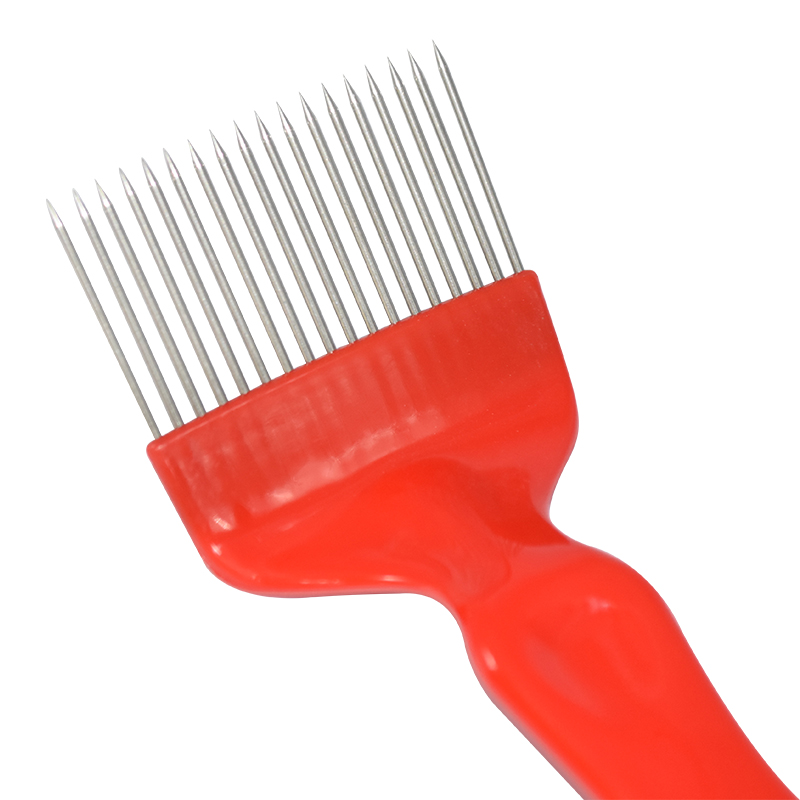 Peine Beekeepers uncapping fork