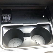 10W רכב צ י אלחוטי מטען טעינת צלחת הילוך shift פנל מים מחזיק כוס אביזרי עבור BMW F30 F31 F32 f33 F34 F35 F36