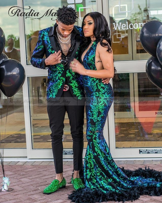 Sparkly Sequined Mermaid African Emerald Green Prom Dresses With Feather Train Sexy Halter Backless Graduation Formal Dress Long