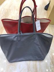 Los diseñadores de marca diseñan bolsas de cuero de alta calidad con gran capacidad para crear bolsos
