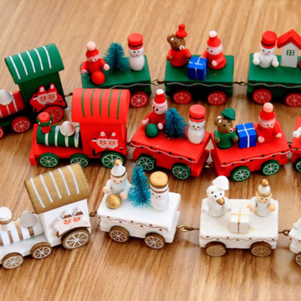 Рождественские украшения, рождественские деревья, маленький поезд, праздничный детский сад