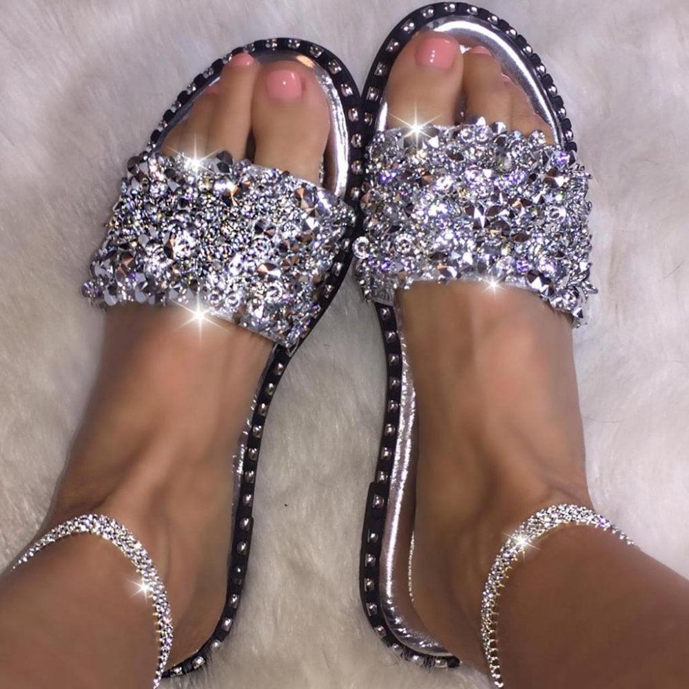 Slippers Women Casual  Glitter Rhinestone Crystal Summer Slippers  Rivet Non-slip Flat Slides Shiny Home Shoes Beach Slippers