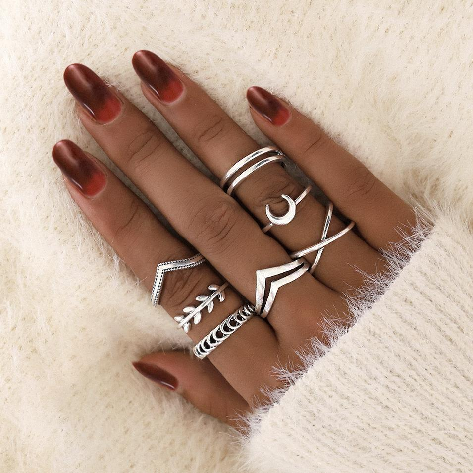 7Pcs Simple Silver Geometric Moon Charm Rings for Women Punk Fashion Boho Joint Finger Rings Set Jewelry Accessories
