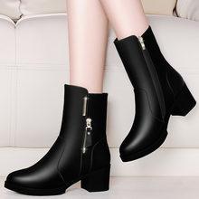 Ботинки мартинсы женские на среднем каблуке облегающие короткие