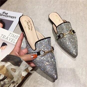 2020 nuevo estilo británico Bling Crystal zapatillas de mujer tacones planos puntiagudos hebilla correa exterior de las señoras deslizadores de lujo de marca mulas