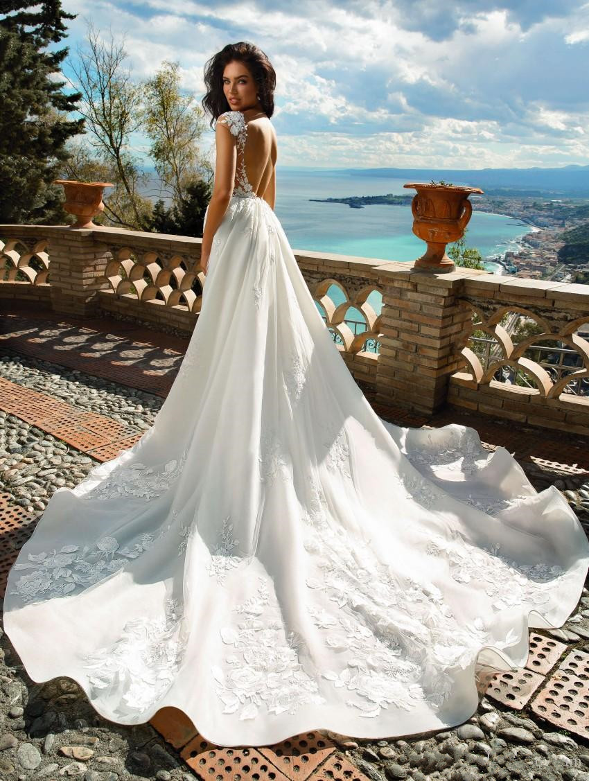 amazing-a-line-lace-overskirt-wedding-dresses-sheer-bateau-neck-backless-bridal-gowns-sweep-train-appliqued-tulle-plus-size-robes-de-mariée (1)