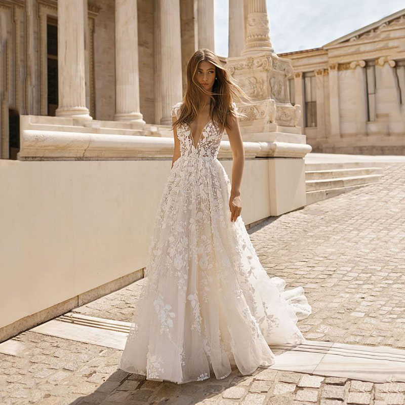 SoDigne 2020 Beach Wedding Dresses 3D Floral Applique Lace V Neck Sleeveless Backless Wedding Gowns Plus Size Bridal Gowns