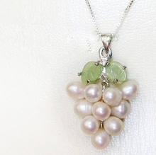 "FREE shipping> >>>> White Cultured Pearl Grape Cluster Jade Leaf 18"" Chain Necklace ugu 6.07 6.8 6.09(China)"