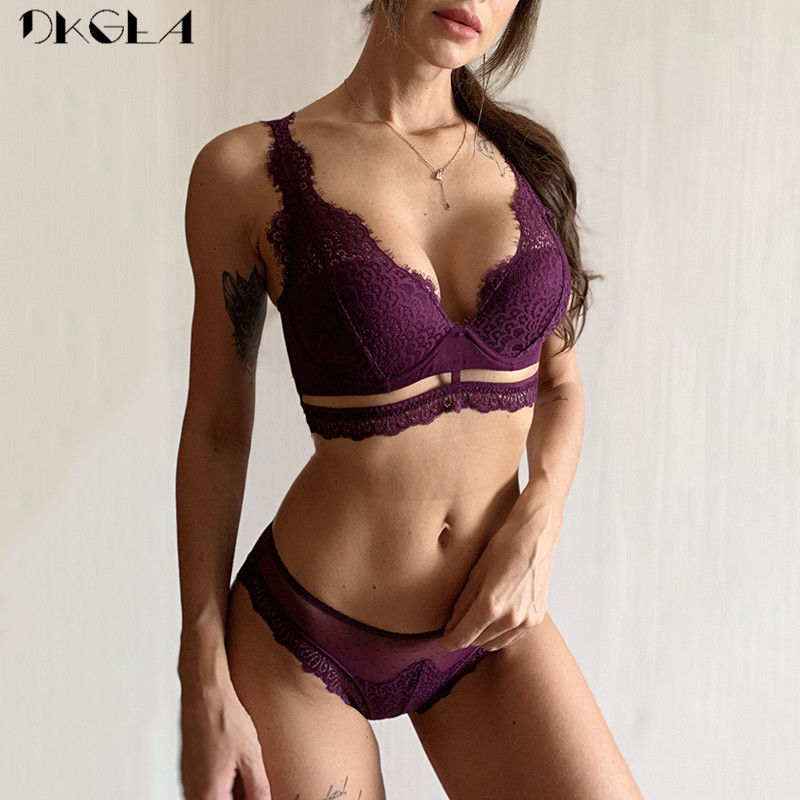 New Top Black Bra And Panties Set Thin Cotton Brassiere Embroider Lingerie Set Lace Bra Women Sexy Underwear Set Deep V Gather